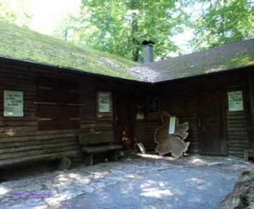 Rumah Kayu didalam Hutan Vulpius