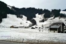 Pemandangan depan Rumah kami di Swiss ketika Musim Dingin Januari 2011