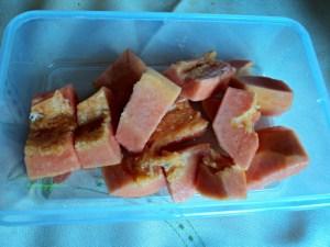 Pepaya asal brazil  gpp deh mahal yg penting puass manisnya, masukin kulkas dulu disantap ketika cuaca panas sedapp