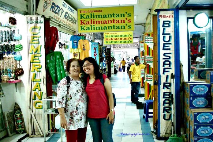 Toko Kalimantan, apakah toko ini paling terkenal untuk tempat souvenirs ya