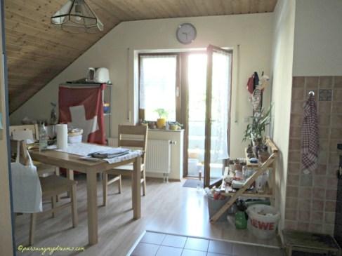 Dapur dan Ruang Makan yang tembus ke Balkon Depan Rumah