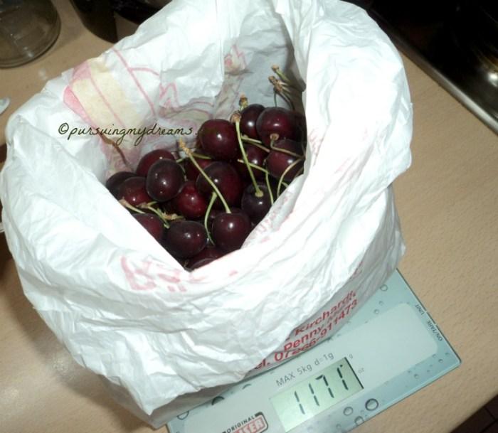 Dikasih sekilo cherry manis dari pasiennya Frank. Horeee Puas deh ngemil cherry