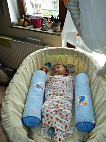 dibedong baru si bocah bisa tidur pulas