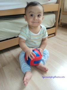 Benjamin 8 bulan. Kalau anteng begitu manis banget kan yaaa jagoan mamak