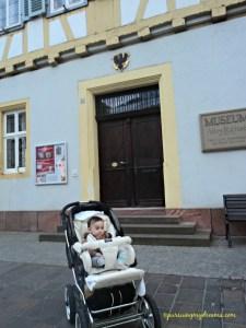 Didepan Museum kota tempat tinggal kami