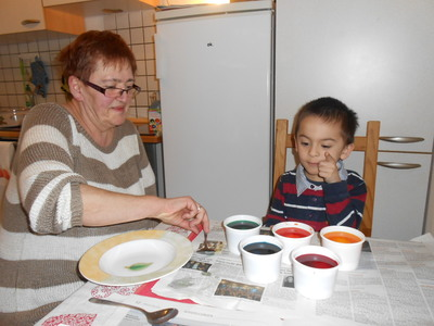 Coloring Eggs for Easter With Oma