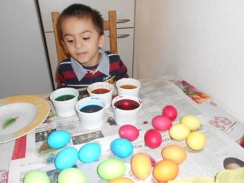 Mewarnai Telur Paskah dengan Cat Air