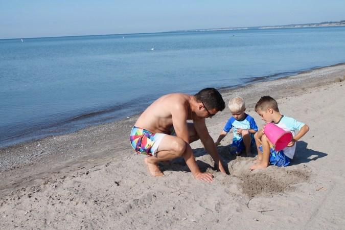 Making Memories - family fun travel at the beach in Port Stanley, Ontario