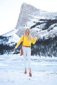 Spring outfit ideas - soft, cuffed, yellow sweater, light jeans, camel accessories! Trends for 2020 - Canadian fashion blogger #ootd #canada #spring #style #fashion