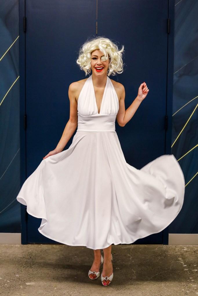 Marilyn Monroe Halloween costume Ideas - blonde wig Halloween costumes for women - Easy female costumes for New Year's Eve - #halloween #halloweencostumes #marilynmonroe
