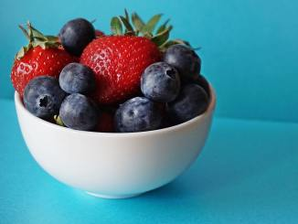 strawberries blueberries berries obesity diabetes diabetic diet weight gain fat accumulation