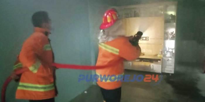 Pemadaman kebakaran oleh Damkar Purworejo