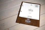 Mondello portamenu in legno a 2 anelli con fogli 20x20 cm