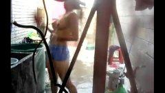 Irmã gostosa tetuda pelada na lavanderia