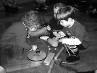 Kinder lernen Musik und Instrumente kennen