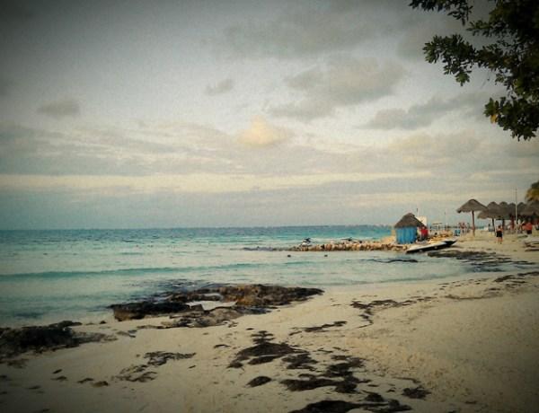 Snježana & Onni – čekanje prikolice u Cancunu