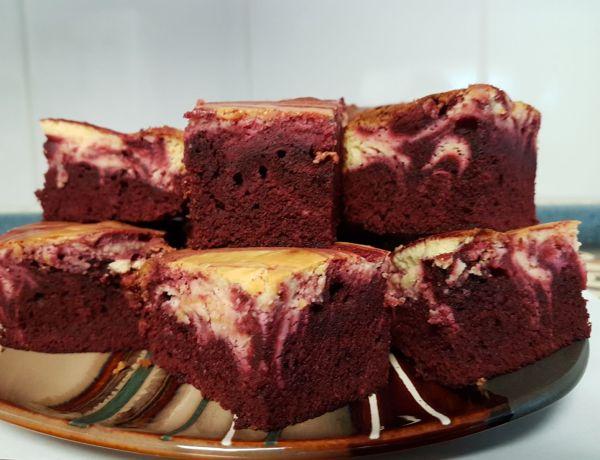 Crveni baršunasti kolač sa sirom (SAD/Kanada)