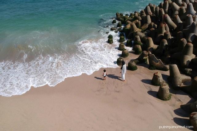 Rindunya mendalam jadi main di Pantai Tambakrejo Blitar sampe 3 jam!