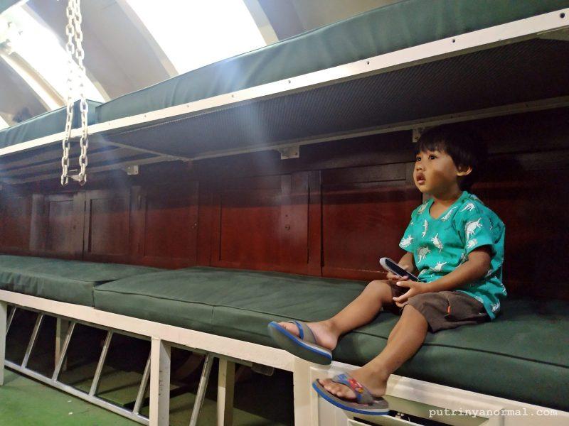 Tempat istirahat prajurit dan awak kapal Monumen Kapal Selam Surabaya