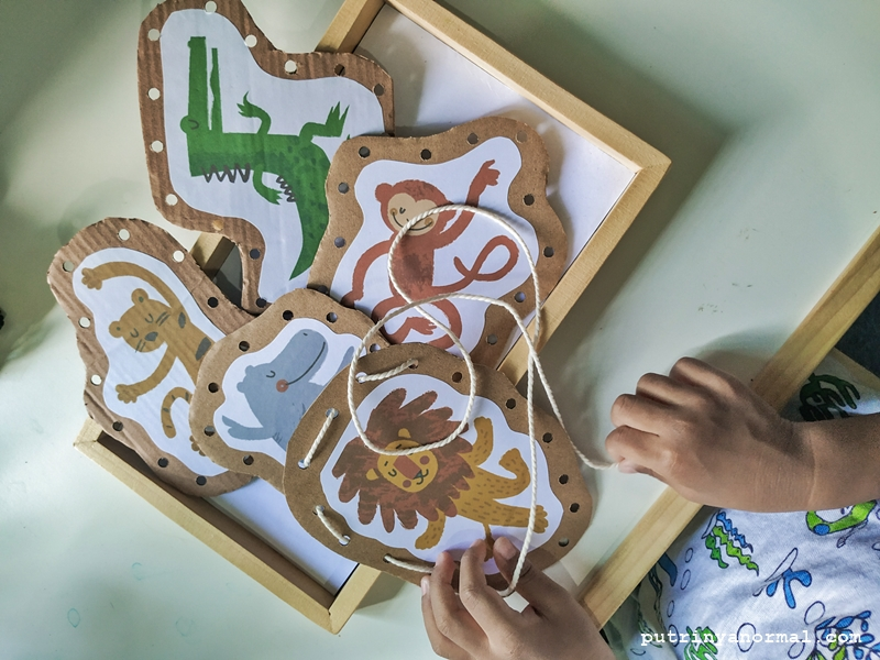 MONTESSORI AT HOME: DIY Membuat Animals Lacing Card