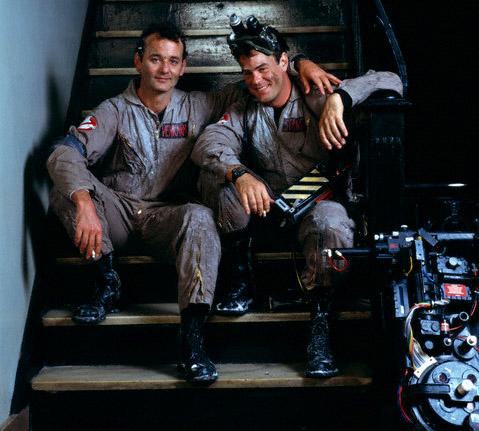 Bill Murray-e Dan Aykroyd no set de Caça Fantasmas