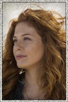 Rachelle Lefevre como Julia Shumway. Repórter investigadora que se interessa por Barbie.