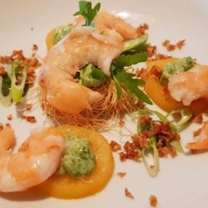 Avocado met gegrilde asperges en garnalen