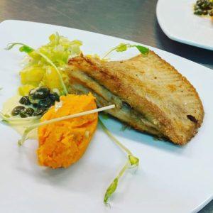 Rogvleugel met een sinaasappel- kappertjes saus