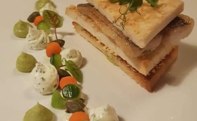 Tramezzini sandwich met doradefilet en avocadocrème