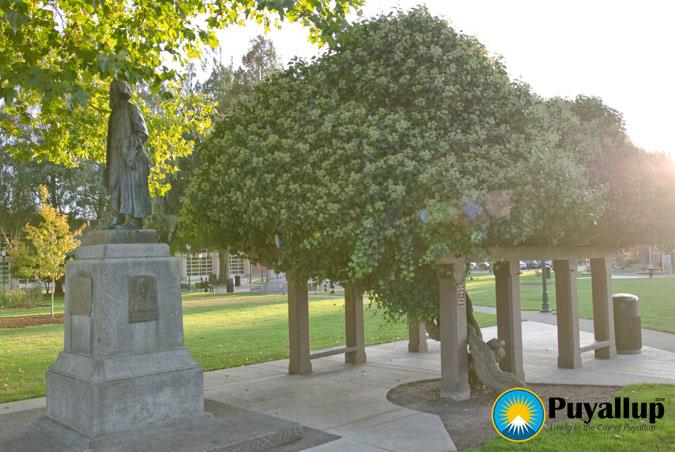 Ezra Meeker Statue And Cabin