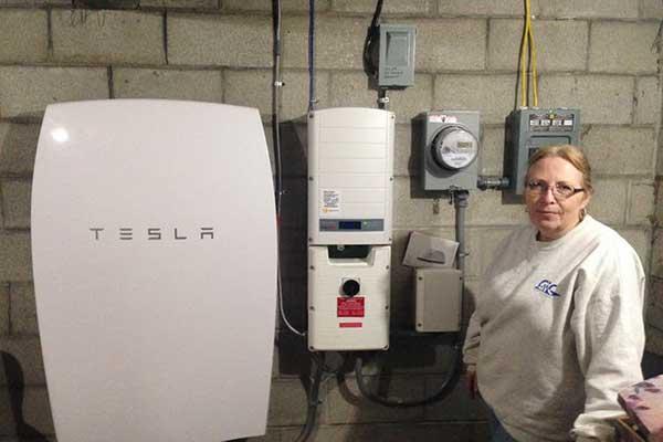Tesla-Powerwall-battery-and-inverter