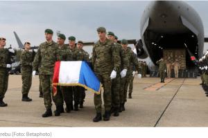 Posmrtni ostaci hrvatskog vojnika dočekani uz vojne počasti