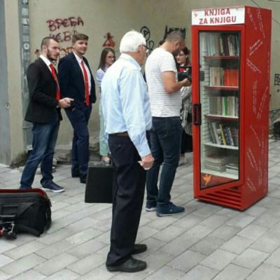DEMOKRATE: Knjiga za knjigu, biblioteka na otvorenom