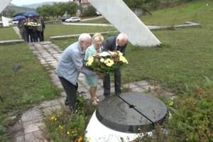 """Vijenci u znak sjećanja na poginule članove brigade """"Garibaldi"""""""