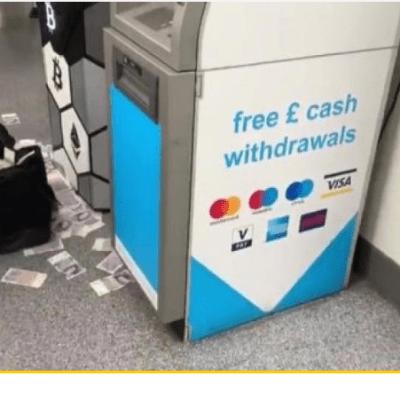Split: Bankomat izbacivao novac na ulicu, lopov pobjegao