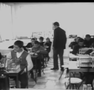 Promaja lista razbacane dnevnike: Nekada škola kojom se dičilo, danas sablasne prostorije