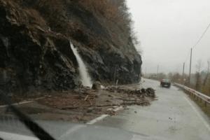 Prema Srbiji i dalje preko prelaza Jabuka, putevi ka sjeveru još zatvoreni