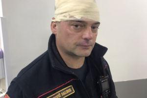 Vjernici SPC kamenovali policiju, četiri policajca povrijeđena!