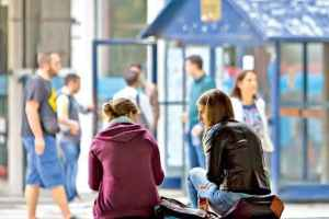 Dvije trećine mladih u Crnoj Gori i dalje živi sa roditeljima