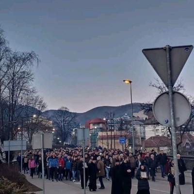 I večeras veliki broj građana Bijelog Polja koji negoduju zbog usvojenog Zakona o slobodi vjeroispovijesti