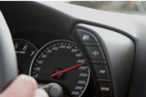 Zbog brze vožnje tokom vikenda kažnjen 431 vozač