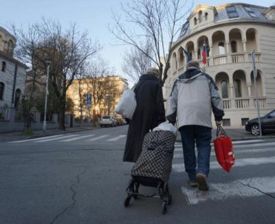 Srbija: Penzioneri ponovo mogu u šetnju, zanatlijama dozvoljeno da otvore radnje…