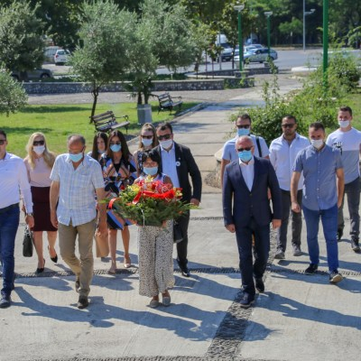 Delegacija Bošnjačke stranke položila cvijeće u znak sjećanja na genocid u Srebrenici