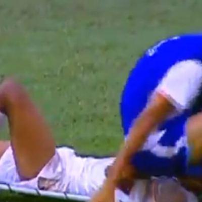 Iznosio fudbalera sa terena, pa mu sjeo na glavu