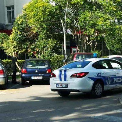 Ranjeni predsjednik mladih barskog DPS-a i policajac, policija traga za osumnjičenim