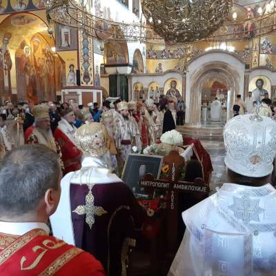 Sahrana mitropolita Amfilohija: Počela liturgija, veliki broj građana ispred hrama u Podgorici