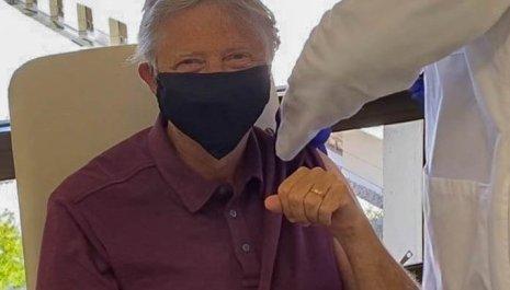 Bil Gejts primio vakcinu protiv kovida