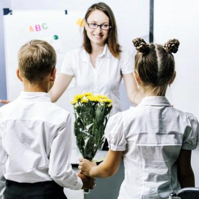 Ministarstvo naložilo direktorima škola: Đaci da ne kupuju poklone