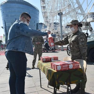 Vojska dijeli maske i sredstva za dezinfekciju