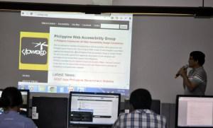 PWAG President Jojo Esposa introduces PWAG website to the participants.